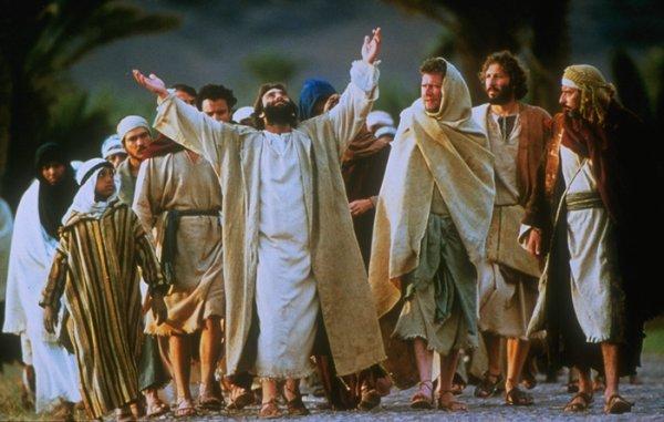 Isus okuplja ljude